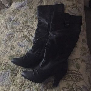 Black leather 2 1/2 inch heeled boots